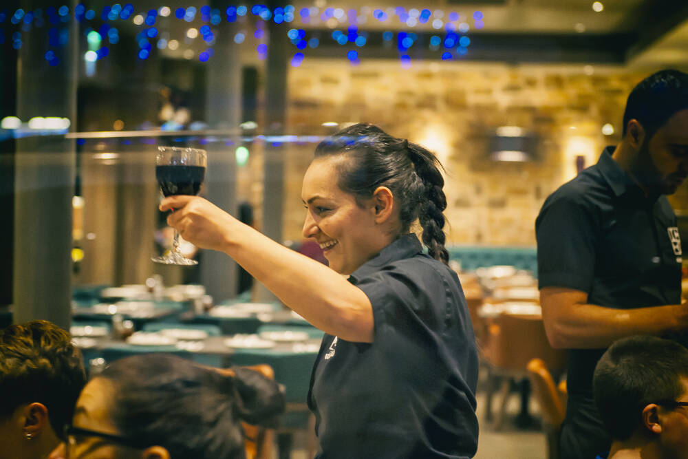 waitress-serving-drinks-at-Gokyuzu-Restaurant